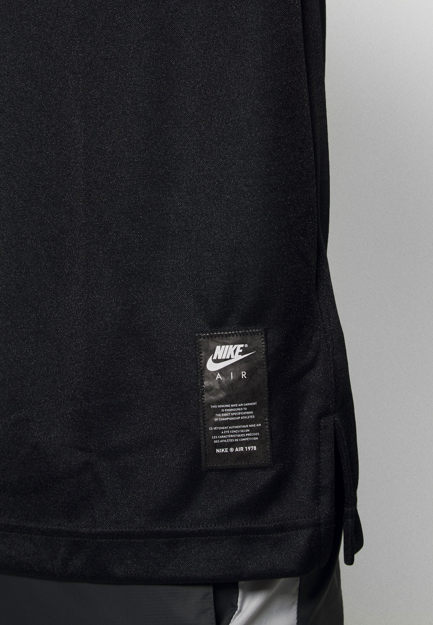 NSW NIKE AIR T shirt imprimé blackuniversity redwhite