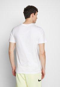 Nike Sportswear - TEE ILLUSTRATION - Print T-shirt - white - 2