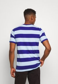 Nike Sportswear - STRIPE TEE - Print T-shirt - psychic blue/deep royal blue - 2