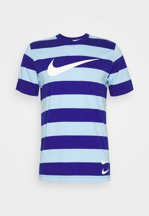 STRIPE TEE - T-shirt imprimé - psychic blue/deep royal blue