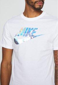 Nike Sportswear - TEE FESTIVAL - Print T-shirt - white - 3