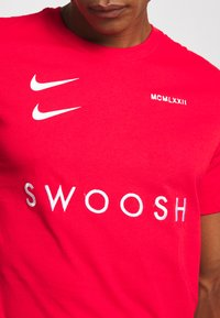 Nike Sportswear - Print T-shirt - red - 5