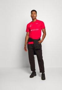 Nike Sportswear - Print T-shirt - red - 1