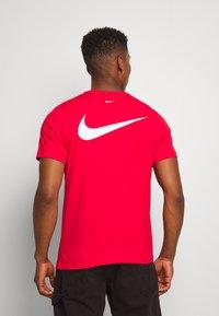 Nike Sportswear - Print T-shirt - red - 2
