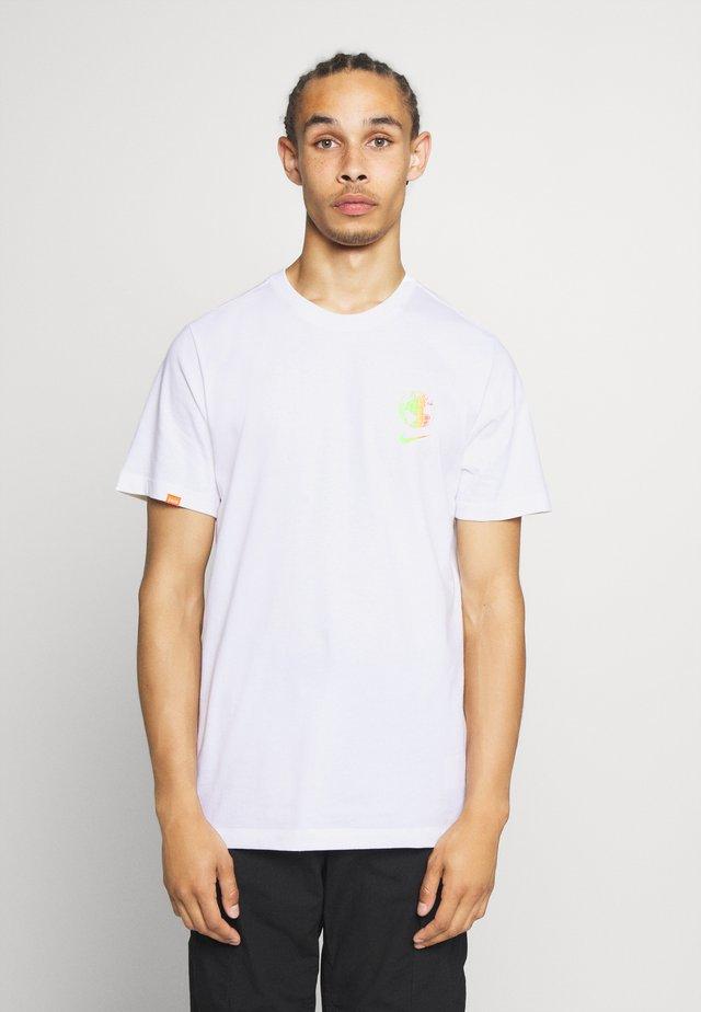 WORLDWIDE GLOBE TEE - T-shirt basique - white
