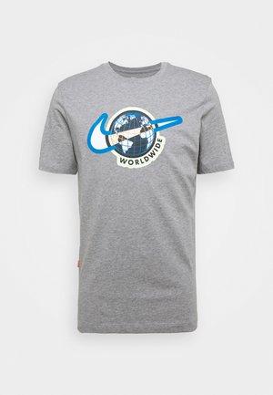 TEE WORLDWIDE - T-shirt z nadrukiem - dark grey heather