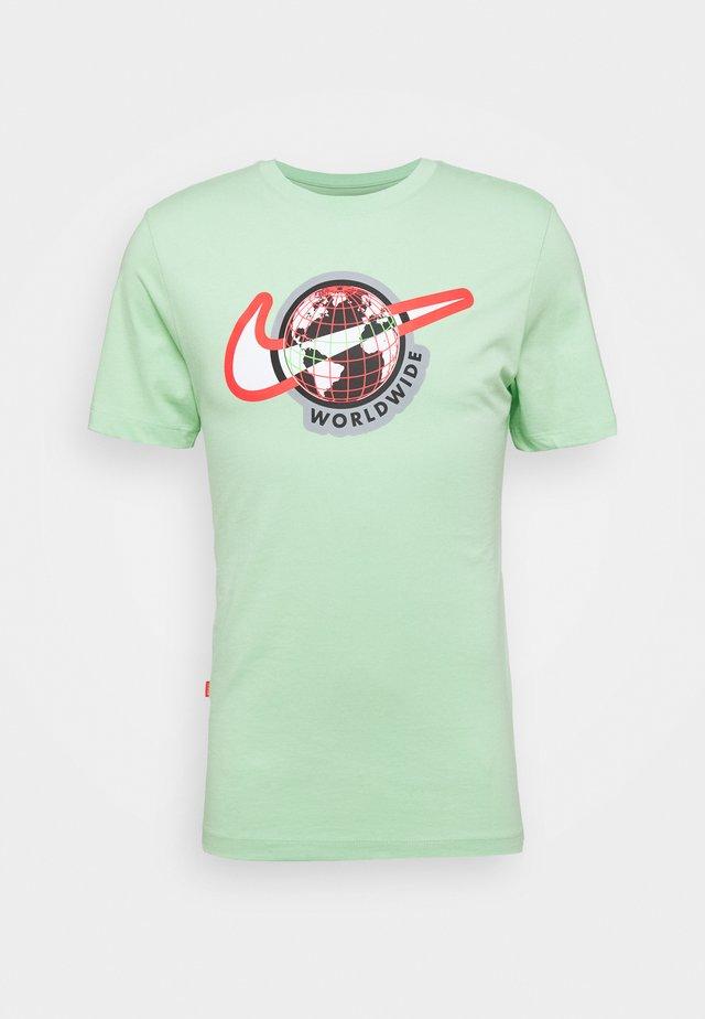 TEE WORLDWIDE - T-shirt imprimé - cucumber calm