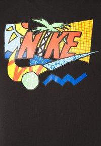 Nike Sportswear - TEE SUMMER FUTURA - T-shirt z nadrukiem - black - 2