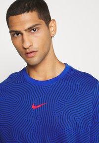 Nike Sportswear - Print T-shirt - game royal - 3