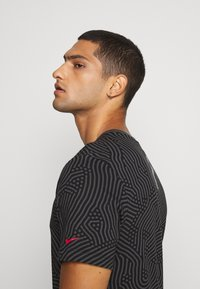 Nike Sportswear - T-shirt con stampa - black - 4