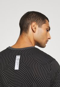 Nike Sportswear - Print T-shirt - black - 5