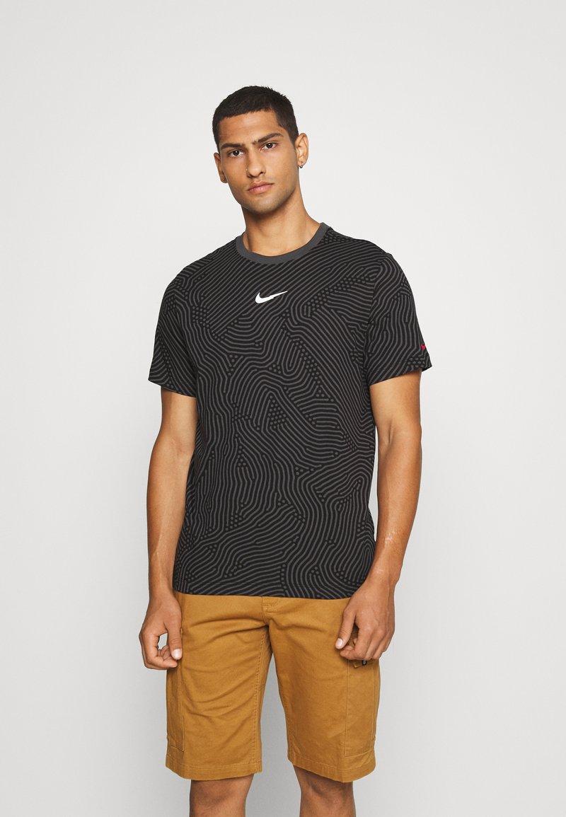 Nike Sportswear - T-shirt con stampa - black