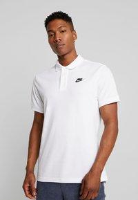 Nike Sportswear - M NSW CE POLO MATCHUP PQ - Koszulka polo - white - 0