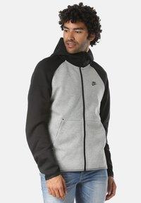 Nike Sportswear - REGULAR FIT - Huvtröja med dragkedja - gray - 0