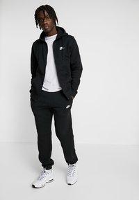 Nike Sportswear - CLUB FULL ZIP HOODIE - Huvtröja med dragkedja - black/black/white - 1