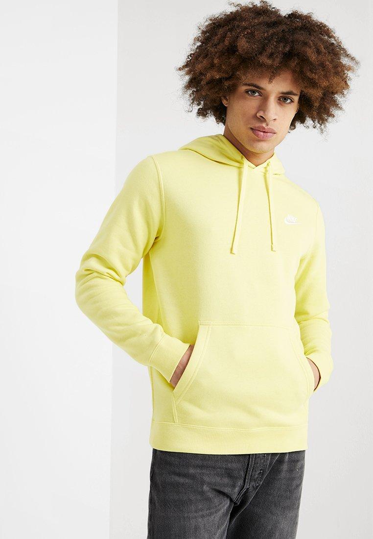 Nike Sportswear - CLUB HOODIE - Kapuzenpullover - yellow pulse/white