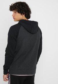 Nike Sportswear - OPTIC HOODIE - Sudadera con cremallera - black - 2