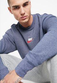 Nike Sportswear - HERITAGE - Sweatshirt - midnight navy - 3
