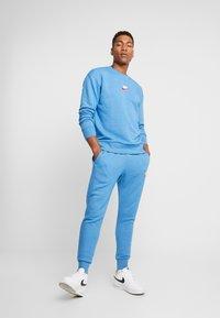 Nike Sportswear - HERITAGE - Sweater - battle blue - 1