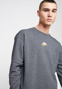 Nike Sportswear - HERITAGE - Sweatshirt - black heather - 3