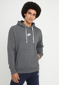 Nike Sportswear - HERITAGE HOODIE - Hoodie - black/sail - 0