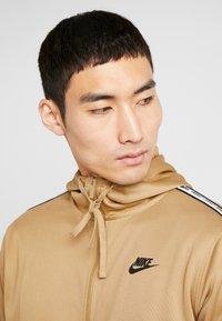 Nike Sportswear - REPEAT HOOD - Trainingsvest - beechtree/black - 4