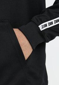 Nike Sportswear - REPEAT HOOD - Chaqueta de entrenamiento - black/white - 5