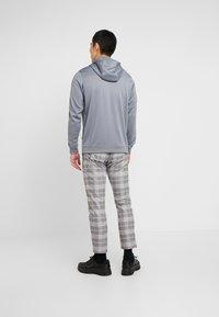 Nike Sportswear - REPEAT HOOD - Bluza z kapturem - cool grey - 2