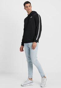 Nike Sportswear - REPEAT HOOD - Sweat à capuche - black/white - 1