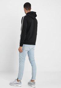 Nike Sportswear - REPEAT HOOD - Sweat à capuche - black/white - 2