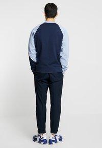 Nike Sportswear - CREW - Sweater - obsidian/white/indigo fog - 2