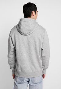 Nike Sportswear - CLUB HOODIE - Hættetrøjer - grey heather/matte silver/white - 2