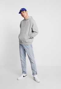 Nike Sportswear - CLUB HOODIE - Hættetrøjer - grey heather/matte silver/white - 1
