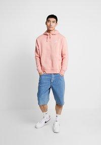 Nike Sportswear - CLUB HOODIE - Bluza z kapturem - pink quartz/white - 1
