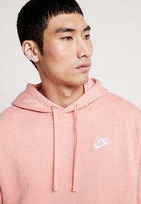 Nike Sportswear - CLUB HOODIE - Bluza z kapturem - pink quartz/white - 3
