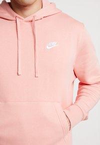 Nike Sportswear - CLUB HOODIE - Bluza z kapturem - pink quartz/white - 5