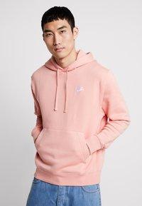 Nike Sportswear - CLUB HOODIE - Bluza z kapturem - pink quartz/white - 0