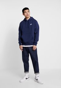 Nike Sportswear - CLUB HOODIE - Bluza z kapturem - midnight navy/white - 1