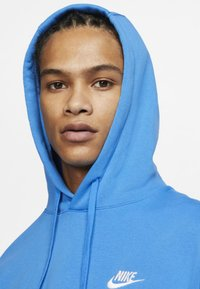 Nike Sportswear - CLUB HOODIE - Bluza z kapturem - light blue - 3