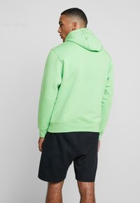 Nike Sportswear - CLUB HOODIE - Luvtröja - green, white - 2