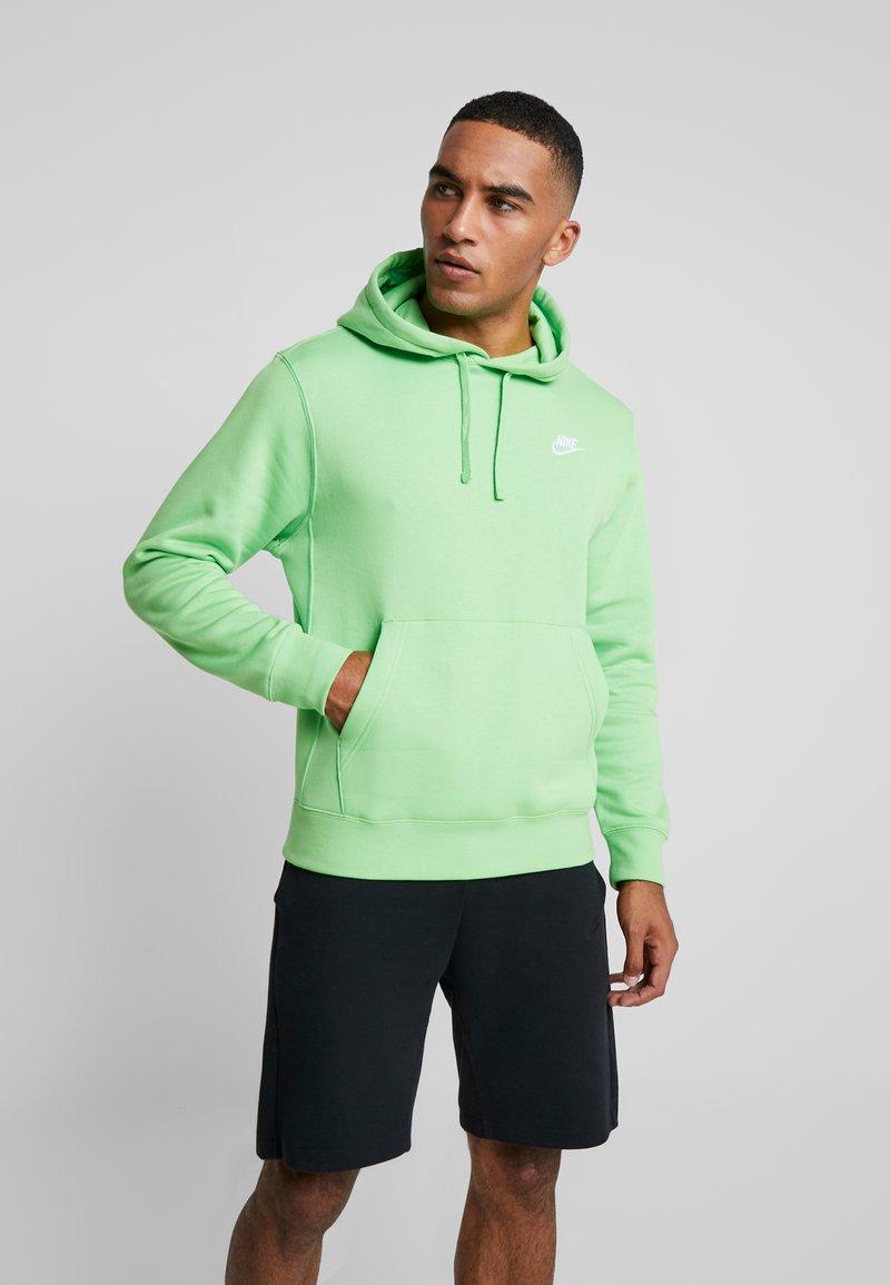Nike Sportswear - CLUB HOODIE - Kapuzenpullover - green, white