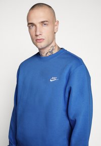 Nike Sportswear - CLUB - Sweater - pacific blue/white