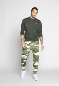 Nike Sportswear - CLUB - Sweater - sequoia/white - 1