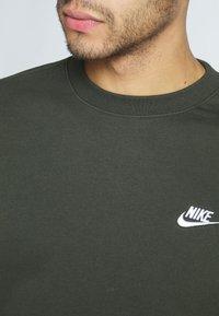 Nike Sportswear - CLUB - Sweater - sequoia/white - 5