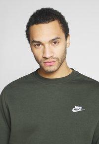 Nike Sportswear - CLUB - Sweater - sequoia/white - 3