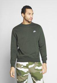Nike Sportswear - CLUB - Sweater - sequoia/white - 0