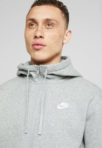 Nike Sportswear - CLUB HOODIE - Huvtröja med dragkedja - dark grey heather/matte silver/white - 4