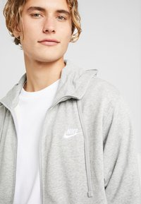 Nike Sportswear - CLUB HOODIE - Zip-up hoodie - grey heather/matte silver/white - 3