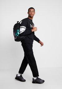 Nike Sportswear - AIR CREW  - Sweatshirt - black/white/grey heather - 1