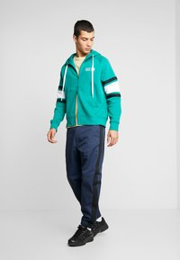 Nike Sportswear - HOODIE - Sudadera con cremallera - mystic green/white/black - 1